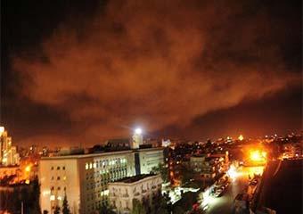 تجاوز هوایی و موشکی سه کشور غربی به سوریه/ تلویزیون سوریه: 13 موشک مهاجم ساقط شد