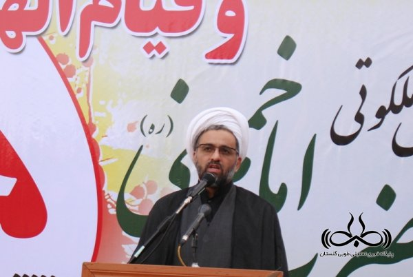 هداف امریکا ایجاد شکاف بین مردم و نظام است/ رفتار امام(ره) با استکبار چطور بود که شما آنها را کدخدا می نامید؟!